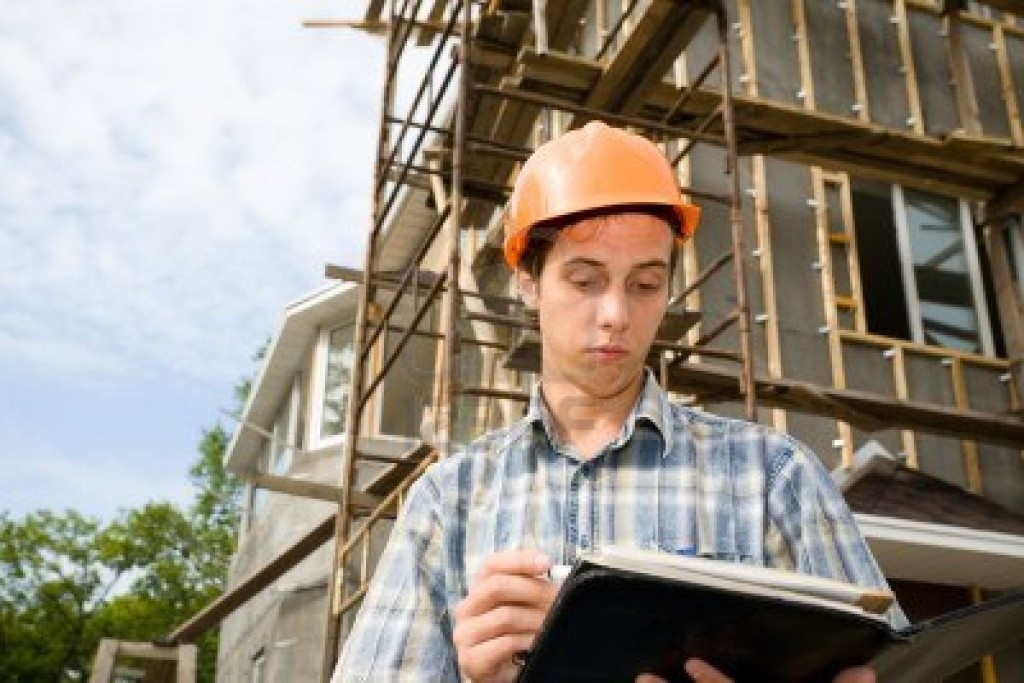 10531750-building-inspector-on-a-working-platform