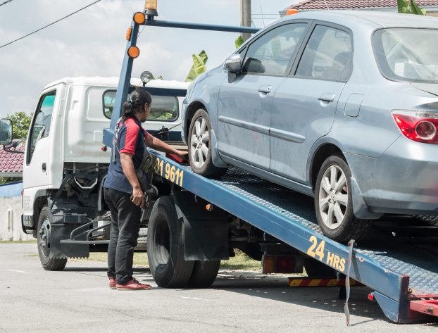Roadside Tips While Waiting For Your Towing Company